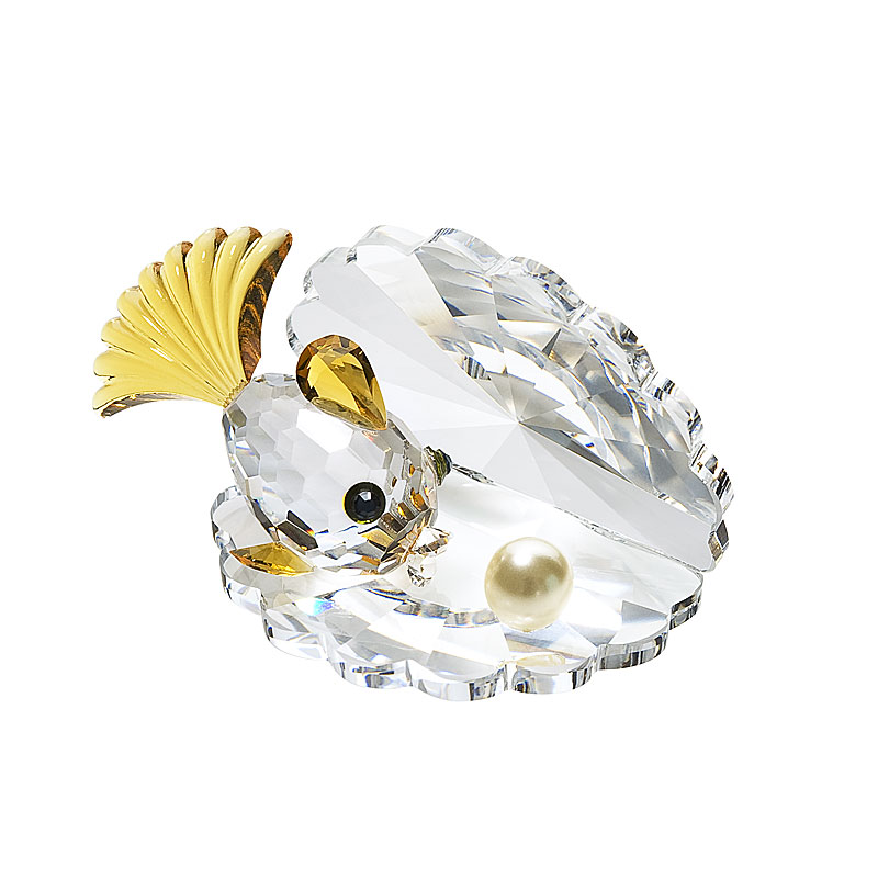 Preciosa Crystal Oyster with Pearl and Yellow Finned Fish